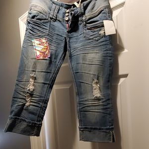 Almost Famous Crop Jeans Size 7